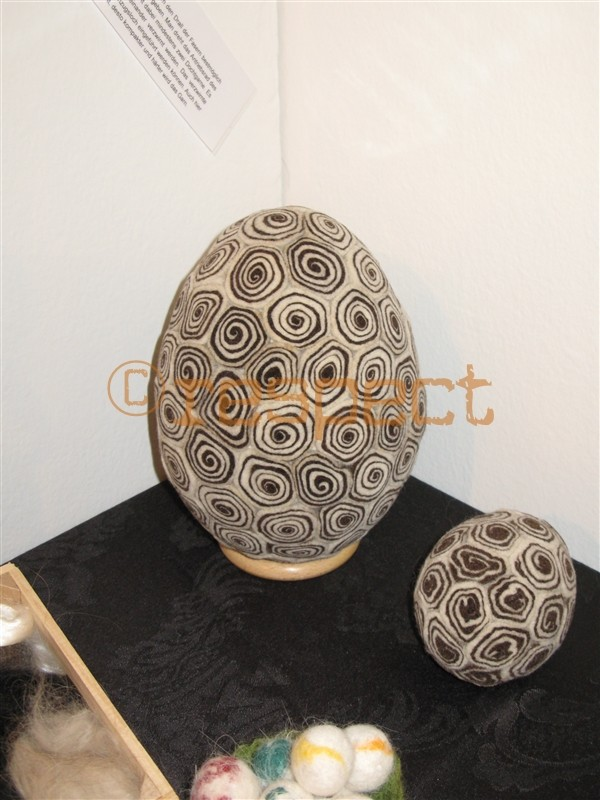 dekorationsei aus milschschafwolle