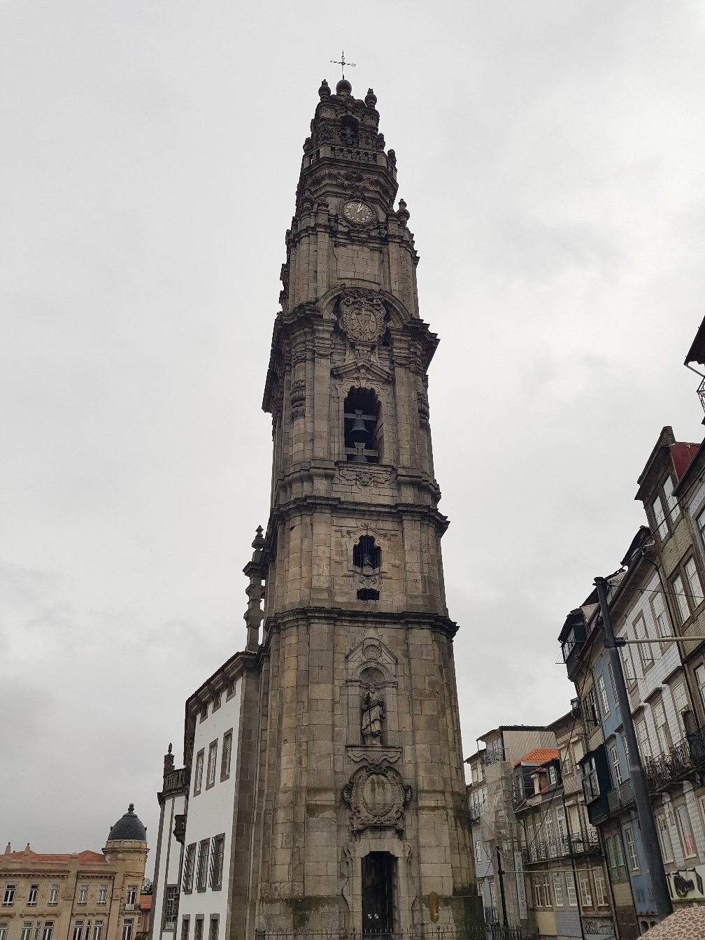Eine der vielen wunderschönen Kirchen Portos