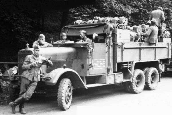Pionierkraftwagen I Henschel 33 - www.panzer-bau.de ...