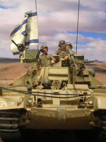 Bug- und Aufbaubereich mit den reaktiven Panzerelementen.