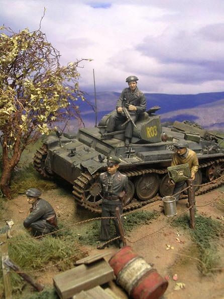 Vier Mann Besatzung einschließlich Kommandant, Fahrer, Funker und Richtschütze.