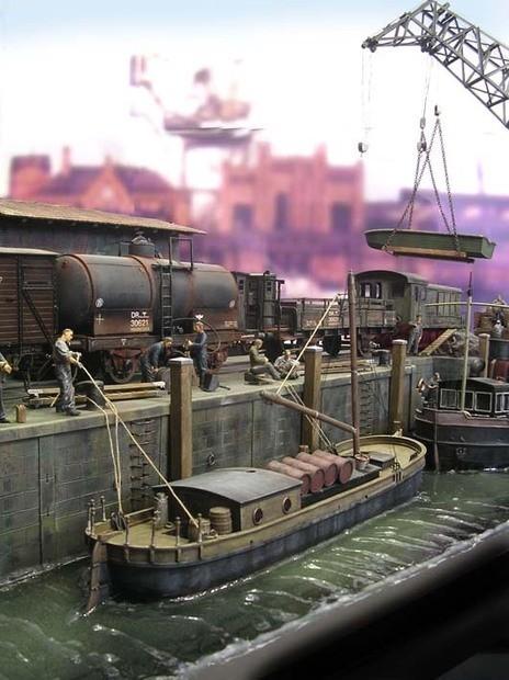 Die verschiedene Bildebenen haben unterschiedliche, einzelne Szenen- von der Wasserebene bis rauf zur Kranebene.