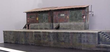 Gebäude und Kai passen gut zusammen und ergeben ein harmonisches Bild.