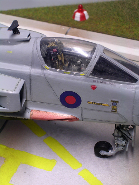 Superdetalliertes Cockpit, Kanonenschacht in kupfergold.