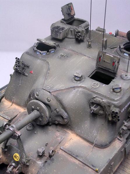 Beachte das Besa-Zwillings-MG im oberen Turm, sowie das Bug-MG rechts neben der massiven Blende.
