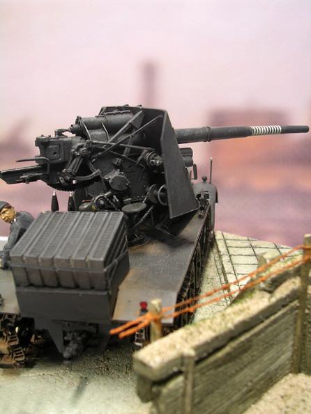 Die 88mm-Flak ist rein für den Erdzielbeschuss, ohne Flakrechner, ausgestattet.