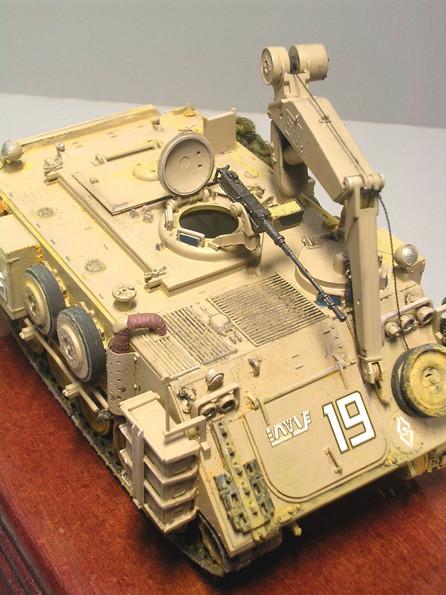 nahverteidigung durch das Standard-12,7mm-MG, hier sieht man die Führung des Kranseils.