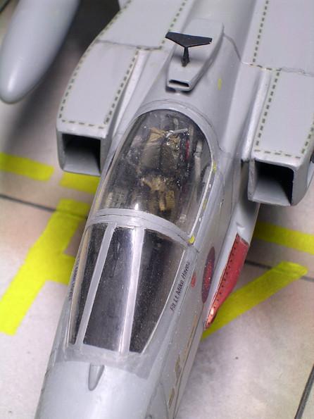 Interessante Lösung der kleinen Ansaugöffnung hinter dem Cockpit.