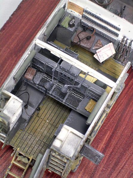 Das Dach lässt sich abnehmen, um einen Blick in die Inneneinrichtung zu werfen.