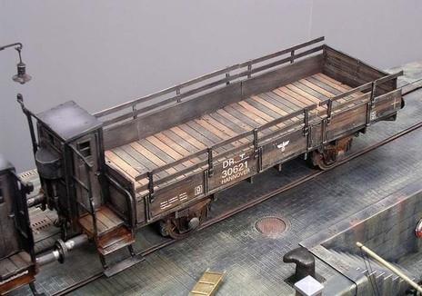 Die Holzstruktur wurde mit unterschiedlichen Brauntönen betont.