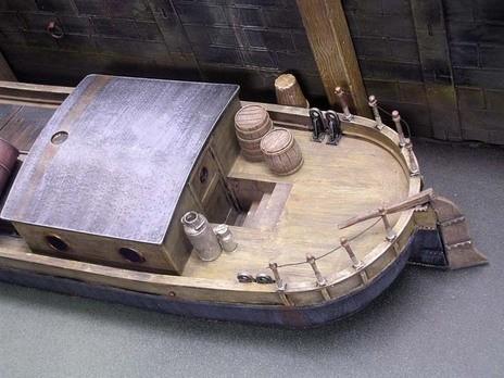 Schön gemachte Accessoires ergänzen die Bootsflächen.