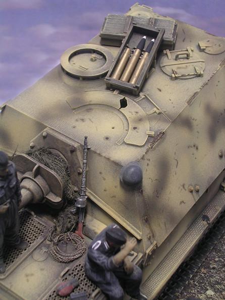Munition der KWK 43 auf dem Kasemattdach.