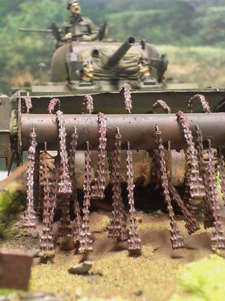 Die schlagenden Kettenglieder lösten die Minen aus, ohne das Fahrzeug zu beschädigen - sicher mussten gelegentlich neue Kettensätze ergänzt werden.