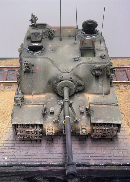 Der wuchtige Aufbau für die relative kleine 32-Pfünder-Kanone.