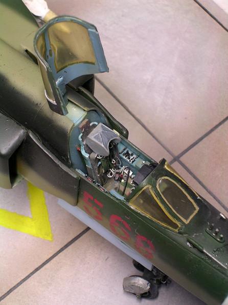 Detalliertes Cockpit, feine Ätzteil-Sitzgurte.