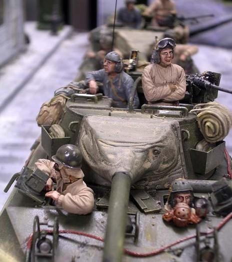 Erwartungsvoll rollen die Amerikaner durch die Straßen des kapiltulierenden Düsseldorfs.