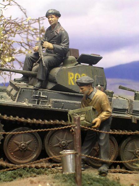 Besatzung mit den großen Barrets der frühen Kriegsjahre.