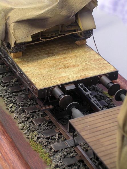 Waggons wurden mit Anhängerkupplungen versehen. Beachte die schöne Holzmaserung auf dem Tieflader.