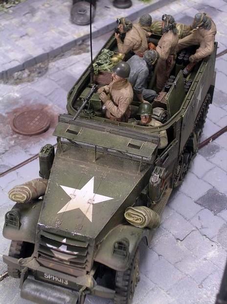 So ist auch diese Fahrzeug voll bepackt, ein typisches Bild der letzten Kriegswochen.