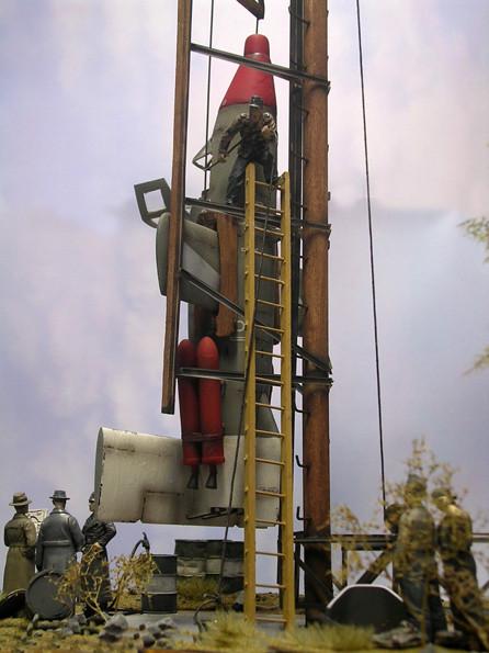 Der eigentliche Startturm ist nur ein 12 Meter langer Holzpfahl - ein Tribut an die Materialknappheit des untergehenden Reiches.