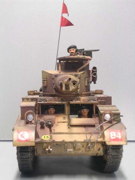 Im Wüstenkleid der 8-Armee mit Blick auf die Besatzungsmitglieder.