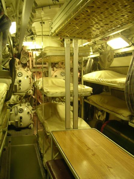 Hecktorpedoraum mit Mannschaftsschlafplätzen.