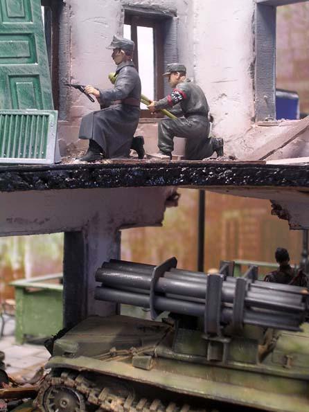 Die Ruine ist ein ideales Versteck für die Panzerfaustschützen.