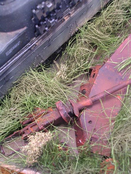 Das Geschütz hat es bei dem Beschuss aus dem Lager gerissen.