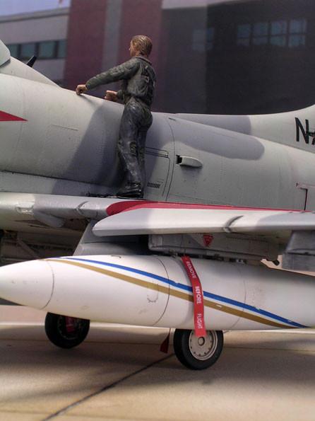 Zusatztanks mit Aufhängung und Ready-to-fly-Fähnchen.