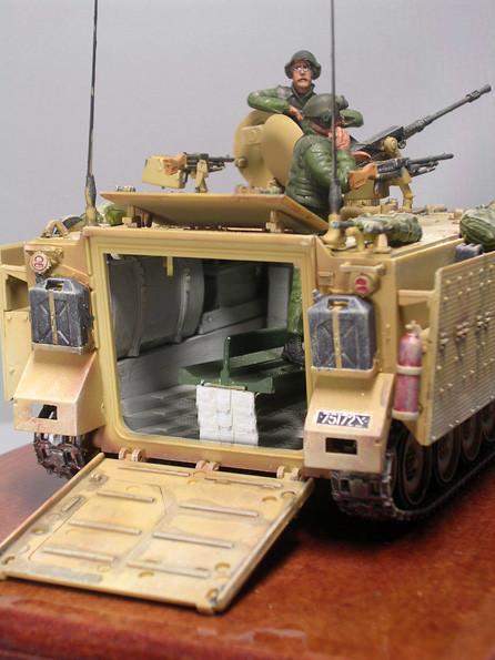 """Die """"Zeldas"""" verfügten bis zu drei Maschinengewehrstationen auf dem Oberdach. Die hintere Einsteigsluke blieb unverändert."""