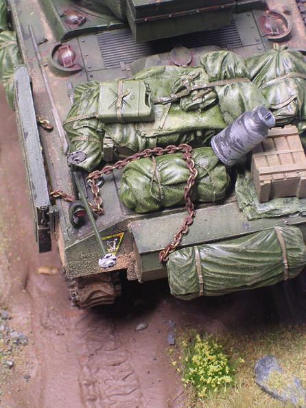 Typisch Sherman: die Heckwanne ist mit Gepäck überladen. Beachte auch die typisch britische Staukiste am Heck.