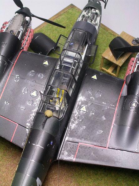 Deutlich auch die Abriebspuren, wo die Besatzung die Maschine betritt und verlässt.
