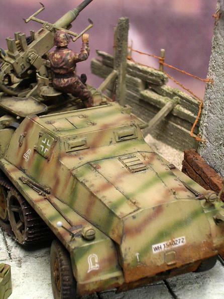 Der gepanzerte Bugbereich schützte Fahrer und Beifahrer vor MG- und Splitterbeschuss. Der Geschützbedienung nutzte dies weniger.