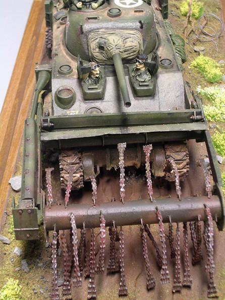 Sherman mit geschweisster Hauptwanne und genietetem Bugteil.