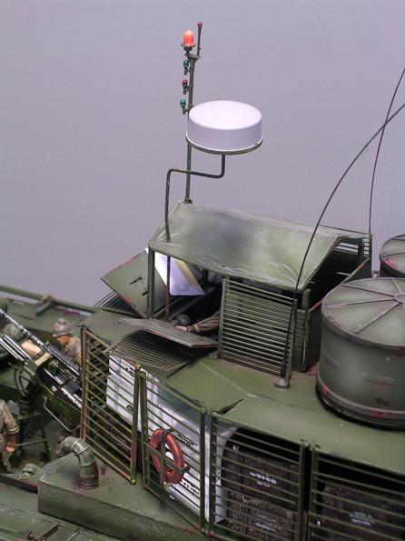 Über dem Führerhaus der kleine Radardome und der Signallichtmast