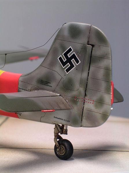 Das Leitwerk aus Holz unterscheidet sich vehement von dem Pendant an der FW 190 D9. Beachte auch das feine Heckrad.