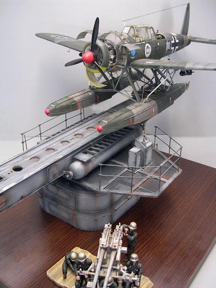Die Arado wird mit den dampfangetriebenen Katapultschlitten auf 25 Meter auf über 100 Stundenkilometer beschleunigt- keine leichte Sache für die Piloten.
