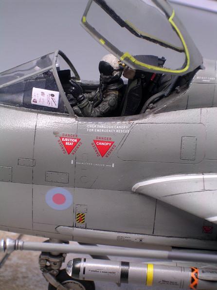 Eingepasste Pilotenfigur (nicht im Bausatz enthalten!)