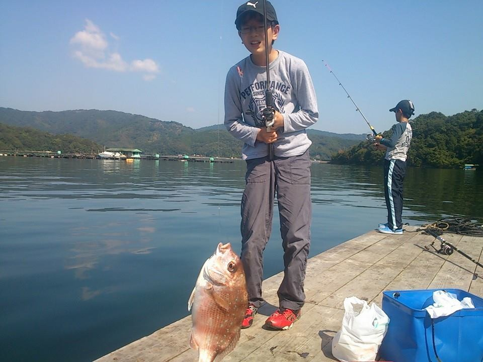 釣れたよ!!(^^)! 親子で釣りすればお子さんの笑顔が見れて幸せになれますね!