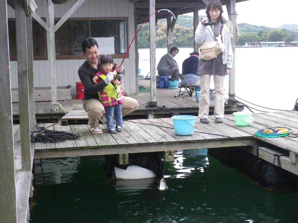 魚との初対面にびっくりするね!父さんに助けてもらいましょ!