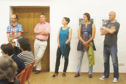 """Fotos von der Eröffnung der Ausstellung """"Vage Geschichten über das Los eines Schwierigen"""" am 12. Juli im Kubinhaus in Zwickledt"""
