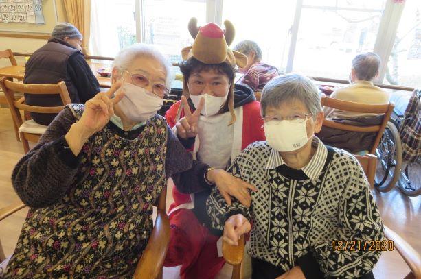 ケアハウスの忘年会とクリスマス会