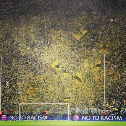 L'eccezionale muro giallo del Borussia Dortmund, in occasione della semifinale di andata con il Real Madrid, vinta per 4-1