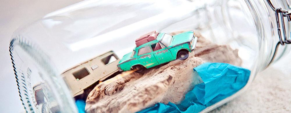 Erinnerungsglas mit Auto und Wohnwagen