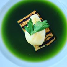 Frühlingshafte Küche inspiriert durch Markus Lüpertz