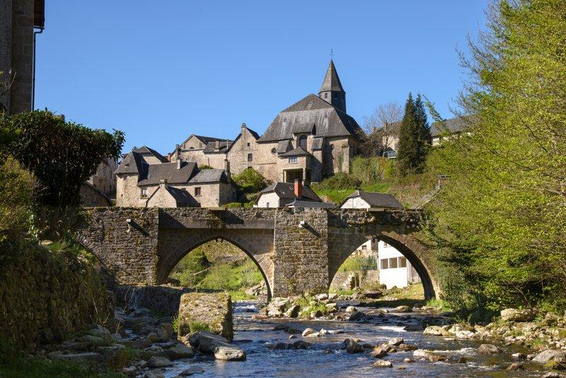 Eglise et vieux pont