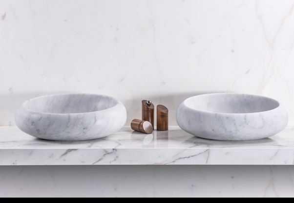 Model Vesio massive marble basin