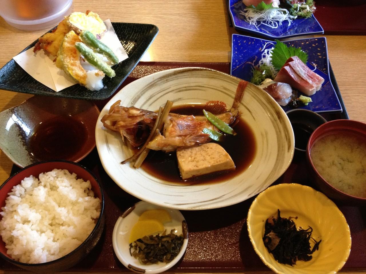 大崎下島の【海鮮料理みたらい脇坂屋】で昼食¥1800‐