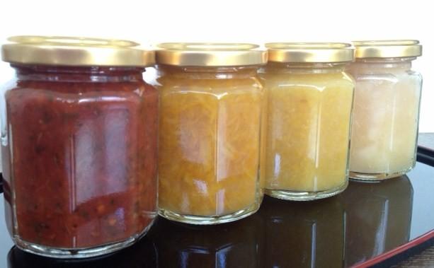ソース4種(左からピザソース・ゆず・レモン・りんご)