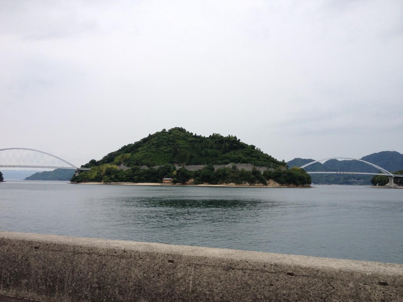 中の瀬戸大橋(左)・岡村大橋(右)